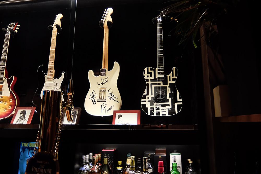 イケベックに展示してあるギター