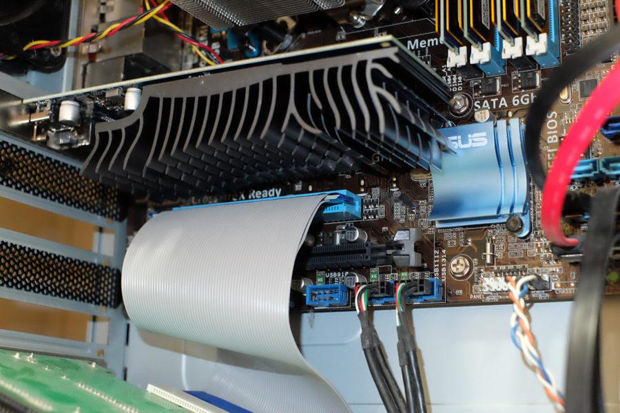スリムタイプのPCIバス延長ケーブル